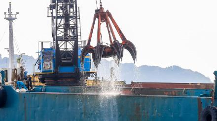 人工魚礁の設置